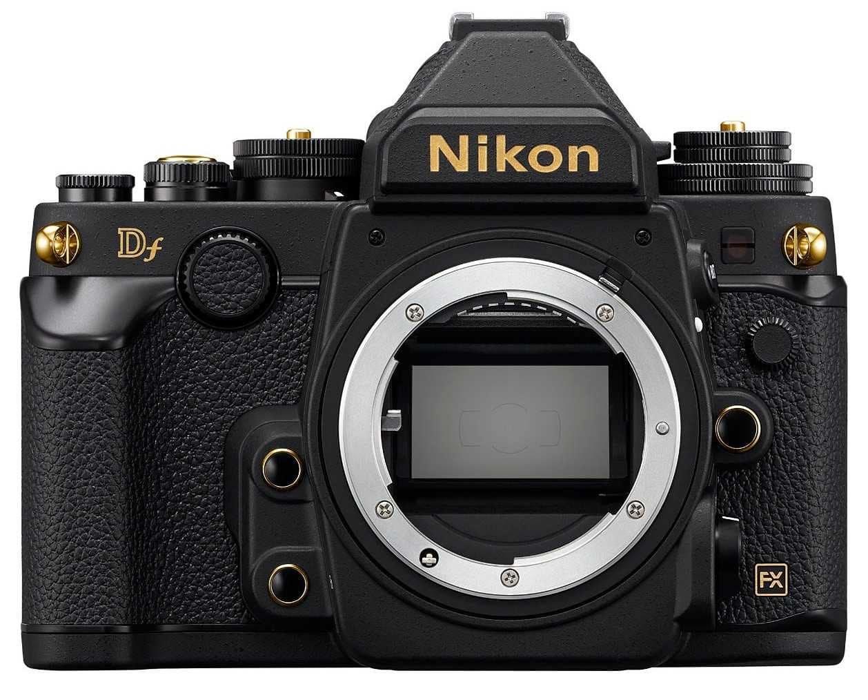 מצלמת NIKON DF